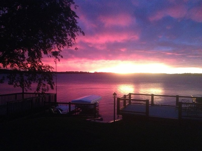 Sandy beach, beautiful sunsets and great fishing!, holiday rental in Grenville