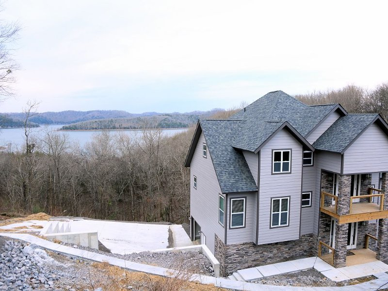 Beautiful new home with great lake views, alquiler vacacional en Silver Point