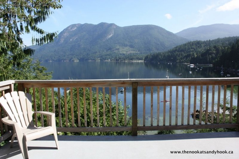The Nook at Sandy Hook - True Cottage Living - Private 3-bedroom Beachfront Home, aluguéis de temporada em Sechelt