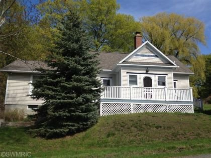 Remodeled School house Near Lake Michigan, 3Br, 2Ba, Quiet paved Road, Sleeps 9, holiday rental in Manistee County