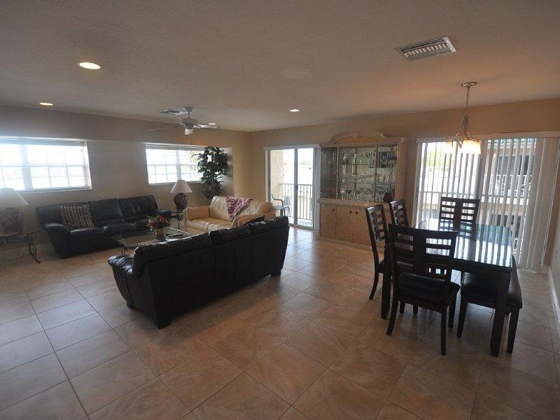 Palm Bay Club - Bayfront Large 2/2 Condo - Reasonable Price, vacation rental in Siesta Key