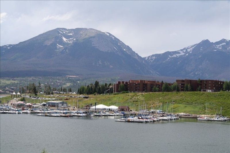 Value Priced Condo W/ Lake & Mtn Views, Free Ski Shuttle, holiday rental in Dillon
