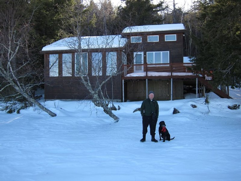 Lake House Wooded Vacation Retreat and Nature Getaway, holiday rental in Kingfield