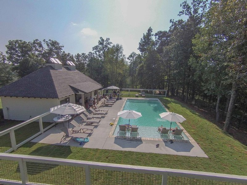 Exclusive  Home in the Premier Point William Development at Smith Lake, holiday rental in Crane Hill