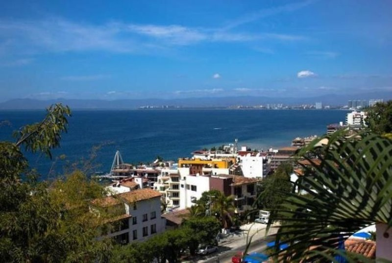 Ocean View with Private Balcony, Walk to downtown and Beach, vacation rental in Puerto Vallarta