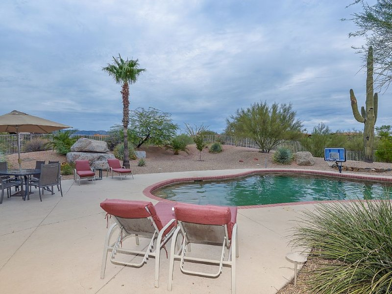 Beautiful Executive Home On 2.5 Acres in Carefree, Arizona, Ferienwohnung in Carefree