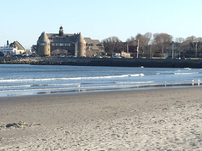 Close to Narragansett Town Beach - great waves for body boarding and surfing