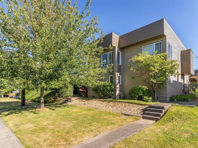 Fairhaven Remodeled 2 Bdrm Urban Townhome at 1224 Larrabee Ave, casa vacanza a Bellingham