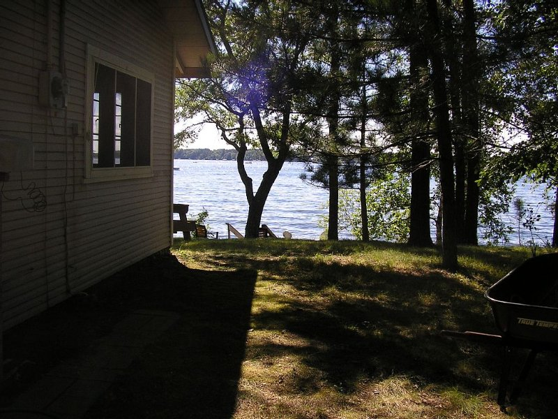Vintage cabin, Whitefish Chain, Downtown Crosslake, Biking, Sleeps 8, casa vacanza a Outing