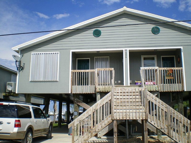 Family Owned Waterfront 3 Bedroom/2 Bath Fully Furnished Condo, holiday rental in Empire