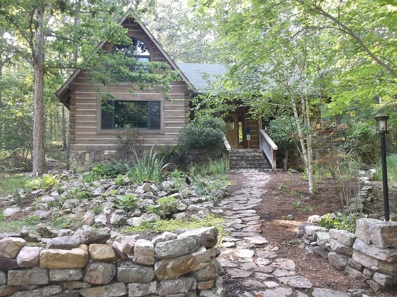 Sylvan Keep - Very private luxury log home on 18 acres adjoining national forest, holiday rental in Williamsville