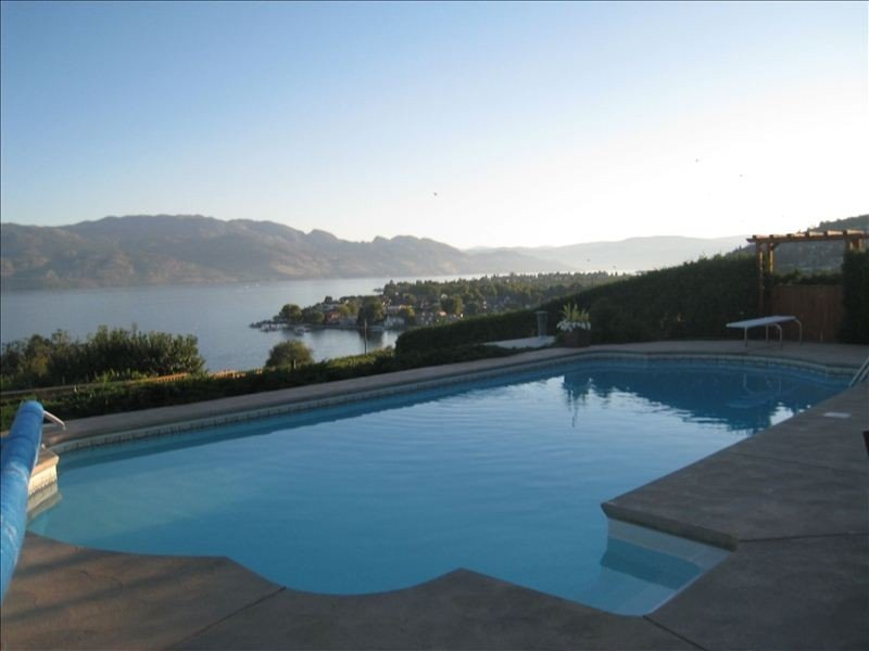 Beside Quails' Gate Vineyard by Okanagan Lake with Pool/Hottub, vacation rental in Kelowna