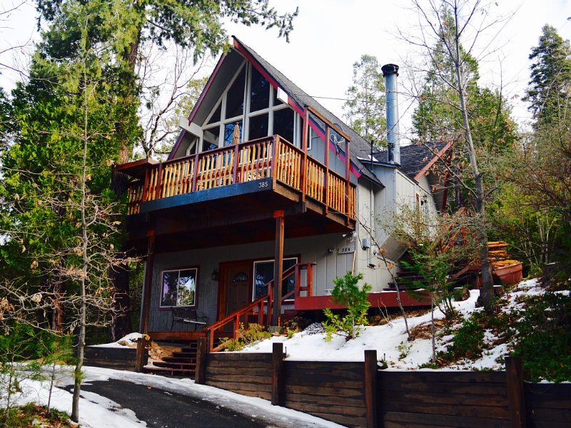 Lake View Romantic & Relaxing Cabin Getaway, vacation rental in Lake Arrowhead