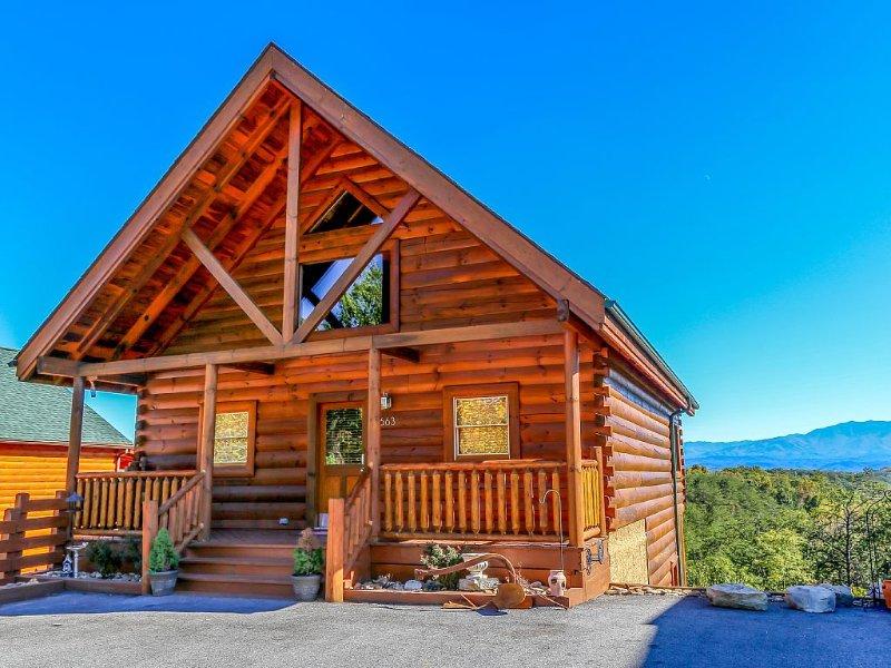 Amazing View!  New Furniture & Hot Tub.  Kids' Loft.  50% off Resort Zipline!, alquiler de vacaciones en Sevierville