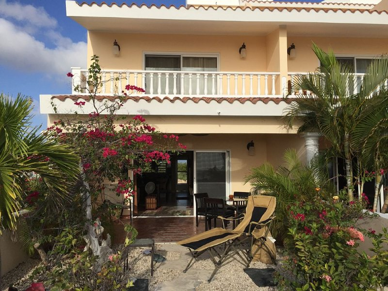 Affordable Oceanfront Vacation At Its Best, Ferienwohnung in Kralendijk