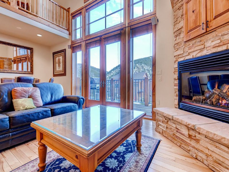 3BR Townhome 2 Miles from Keystone Resort with gas fireplace and  hot tub., alquiler vacacional en Keystone