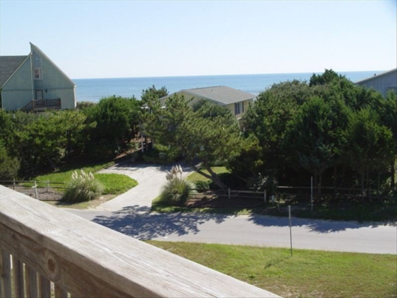 Dolphin Reach - 2nd Row to Ocean -Faces Beach Access .Steps to the ocean., vacation rental in Emerald Isle