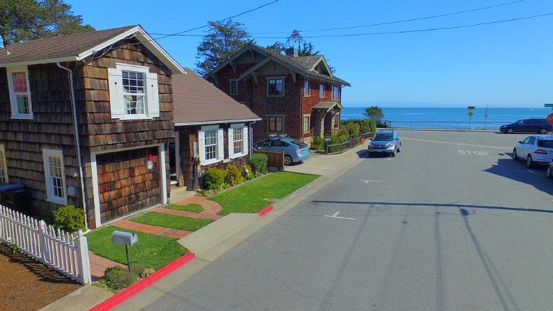Beach House-Steps from best beach in Santa Cruz and walking to everything else!, vacation rental in Santa Cruz