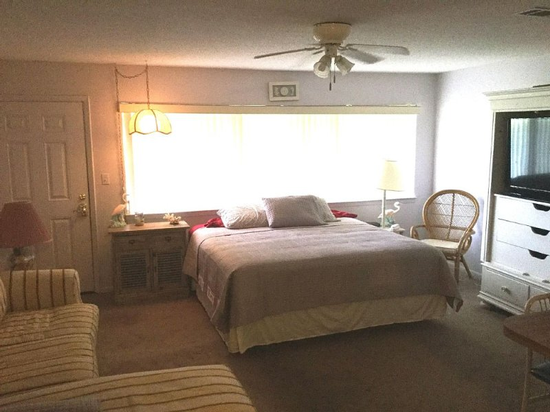 Couple's Escape at a Great Rate! NOTE SLEEPS TWO, vacation rental in Seagrove Beach