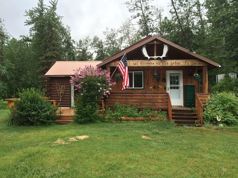 Nestled in a quiet community in the Mountains near the Matanuska Glacier, holiday rental in Glacier View