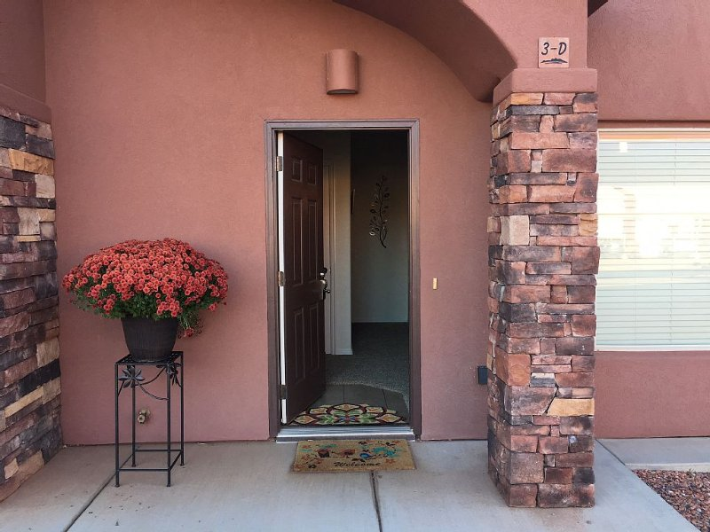 Luxury Townhouse with 4K TV 1 Gig Internet pool/spa near Grand Canyon,Bryce,Zion, vacation rental in Kanab
