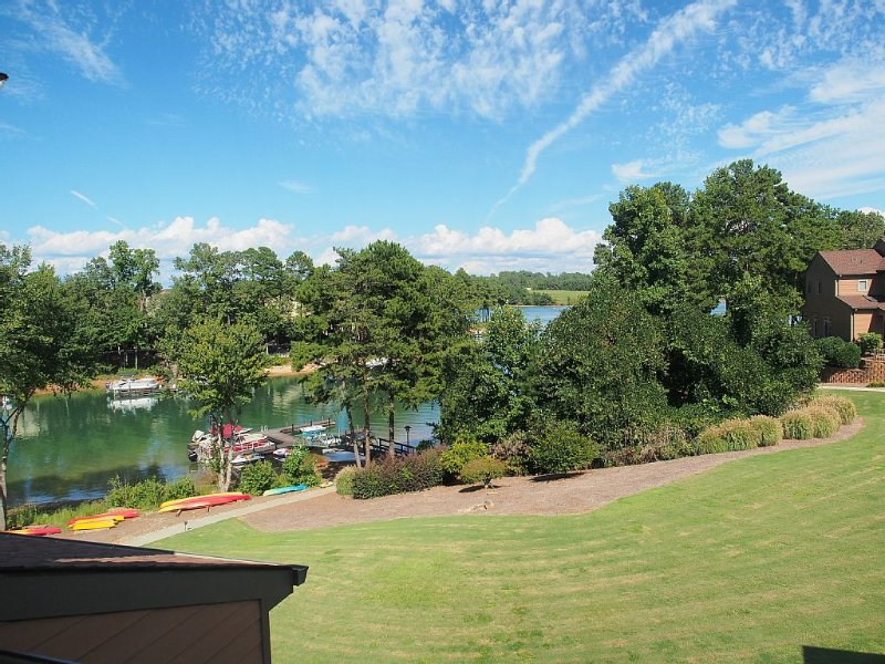 Luxury Water Front Town Home On Picturesque Lake Keowee, holiday rental in West Union