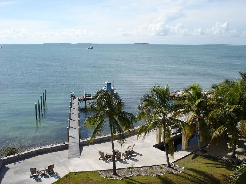 Sunset Reef - 4 bdrm, Bayside Private Gated Estate, Pool, Spa, Deep Water Dock, location de vacances à Long Key