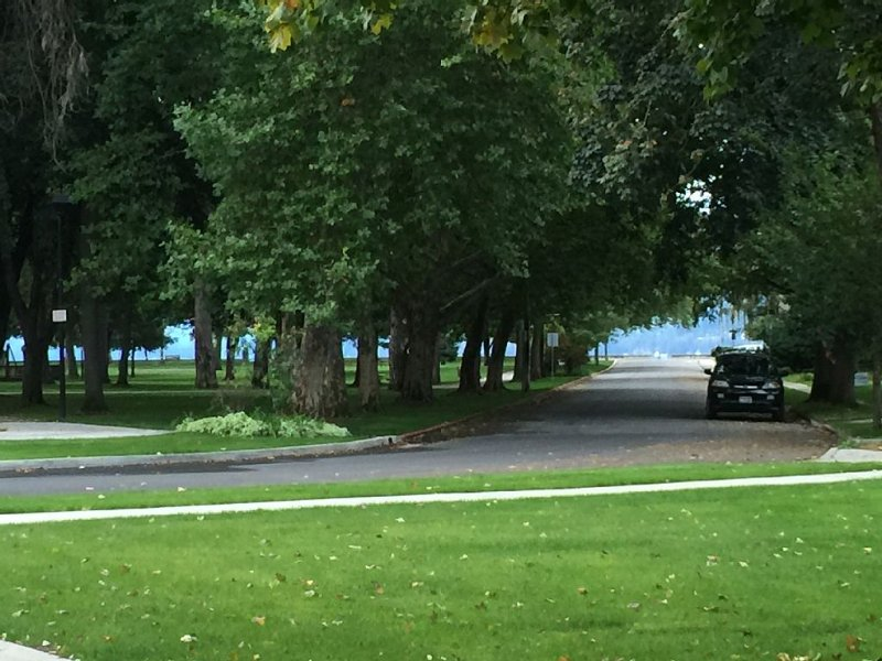 Heart of Lake Coeur d'Alene. Steps To City Beach, Downtown & Ironman!, holiday rental in Coeur d'Alene