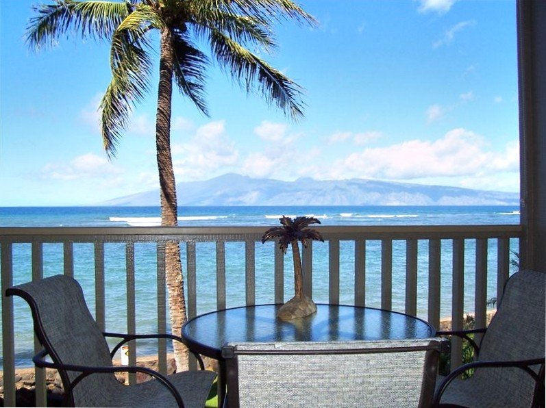 House of Beautiful Skies    Oceanfront Studio Condo, vacation rental in Lahaina