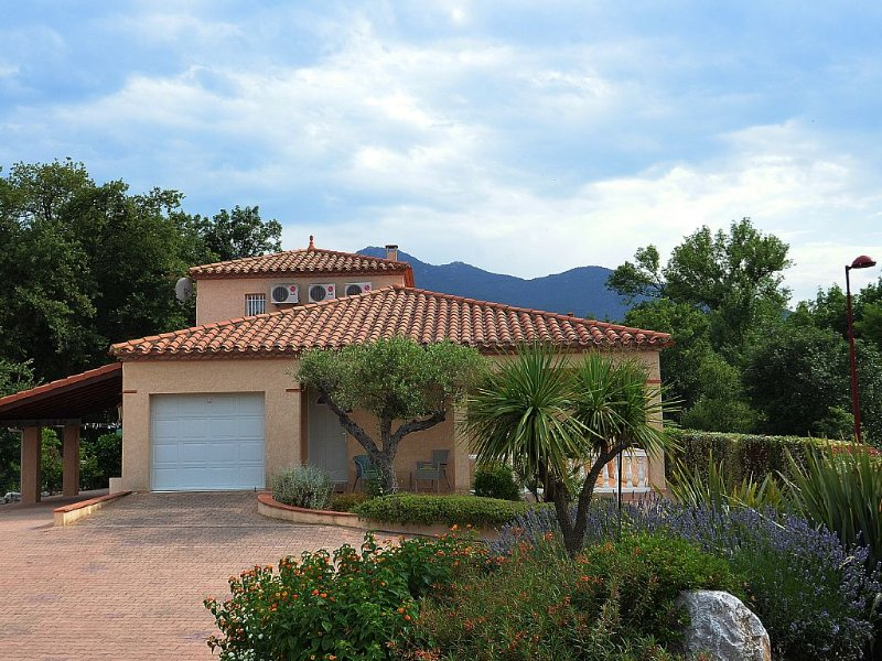 Villa with private pool near beaches and Spain, holiday rental in Villelongue-dels-Monts