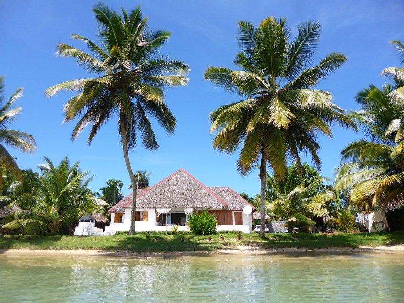 Villa 'Alexandra' les pieds dans l'eau, vacation rental in Toamasina Province