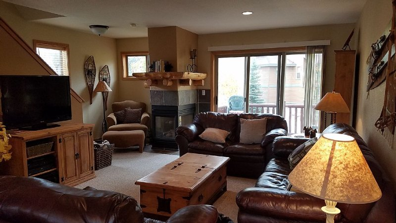 Beautiful 3 Bedroom Townhome In Downtown Winter Park With Private Hot Tub!, vacation rental in Winter Park