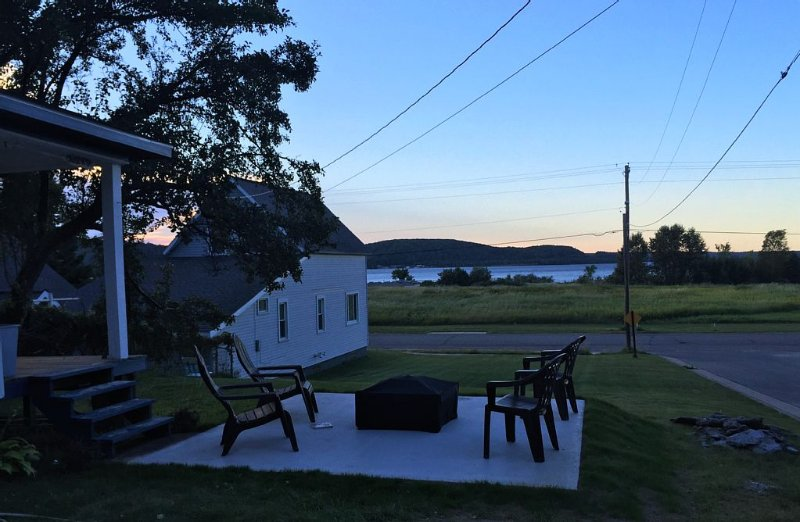 Vacation Cottage with a great view of Lake Superior!, Ferienwohnung in Shingleton