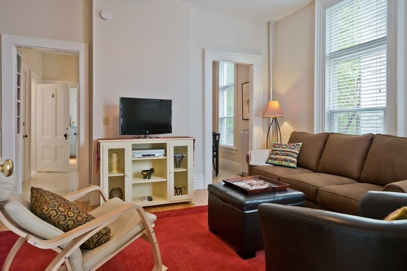 Chic One Bedroom Apartment In Portland's Arts District, holiday rental in Portland