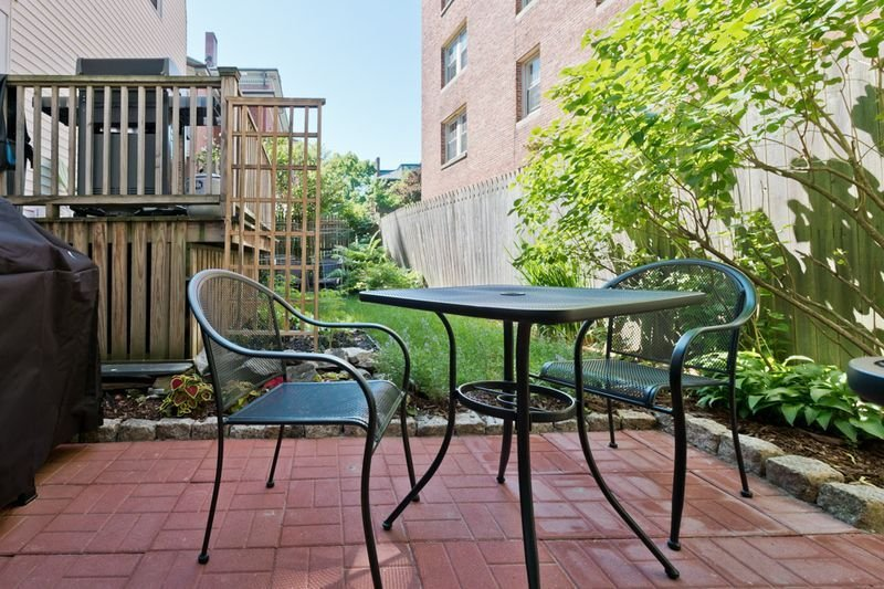 Relax in our garden- grill a meal or enjoy a cup of coffee or wine!