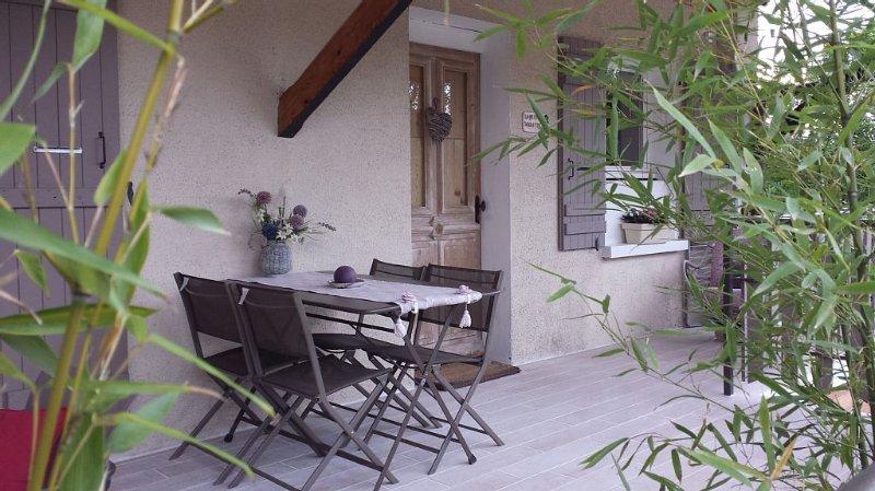 Annecy le vieux, idéalement situé, 2 pièces tout confort, terrasse et jardin., vakantiewoning in Annecy