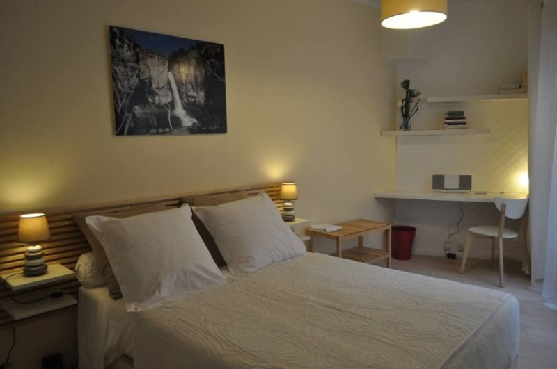Appart' hyper centre  Reims 65 € /2 pers+10 € 4 pers,terrasse ,salon jardin, holiday rental in Marne