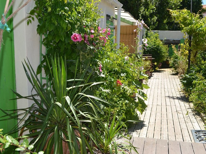 Peaceful fisherman's house with garden in the heart of Saint Gilles Croix de Vie, vacation rental in Saint-Gilles-Croix-de-Vie