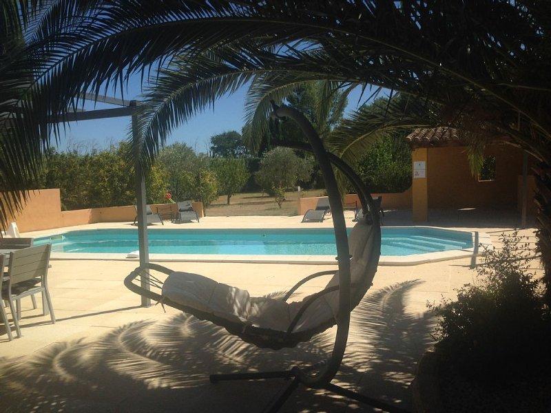 SUPERBE VILLA CONTEMPORAINE 8/10 pers SPA et grande Piscine chauffée, casa vacanza a Pernes-les-Fontaines