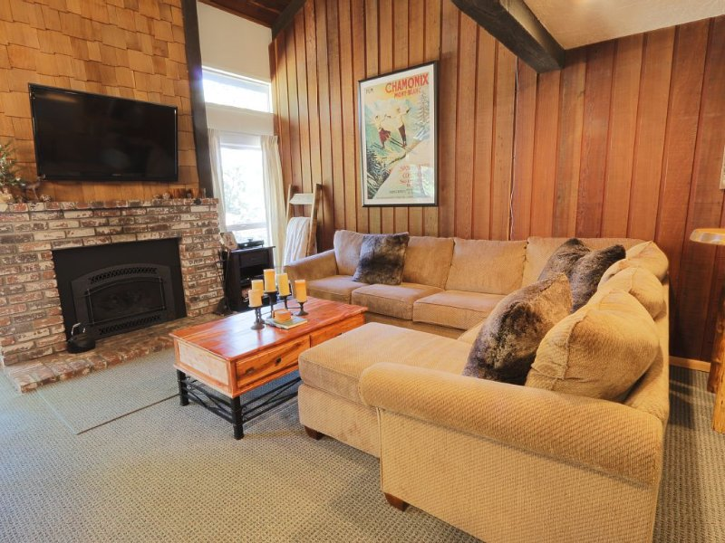 SPECIAL APRIL 21 weekend OPEN - STEPS TO CANYON LODGE Chamonix 87 3 bed/3 bath, holiday rental in Mammoth Lakes