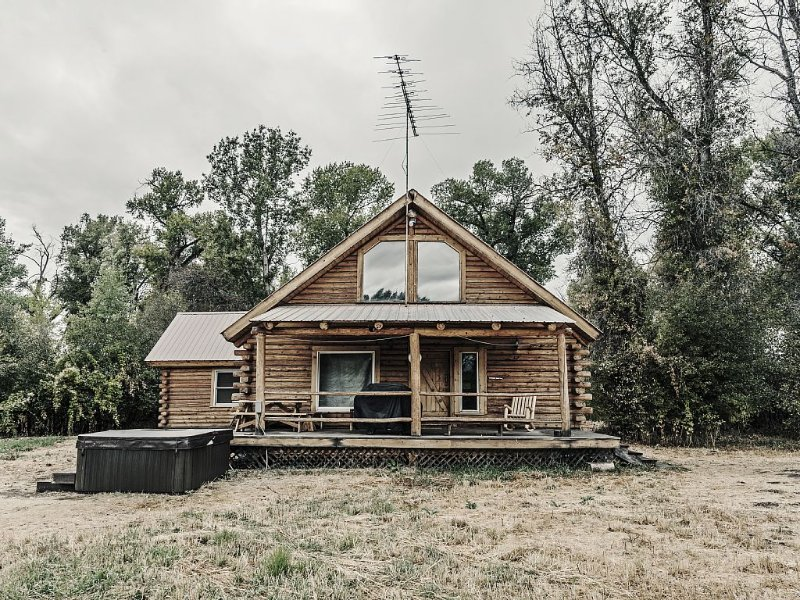 Secluded Cabin With Hot Tub And Sauna near Tetons, vacation rental in Driggs