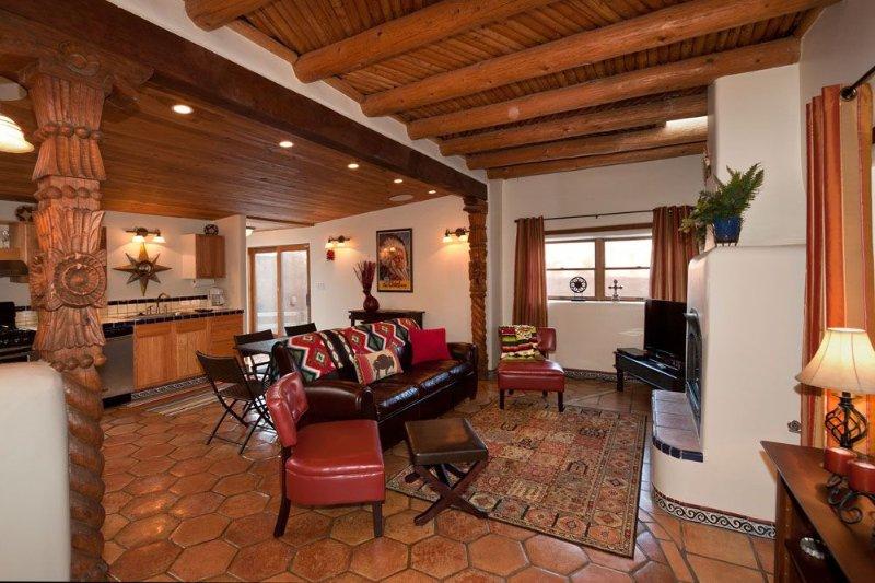Casita De Soledad -- Two Spacious Private Courtyards And Portal., holiday rental in Santa Fe