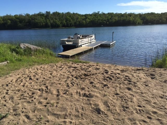 Lake Cabin w Private Beach on Beautiful Big Sugarbush Lake, holiday rental in Ogema