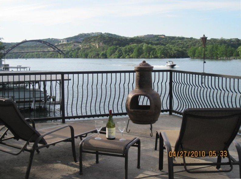 Waterfront Lake Austin Cottage:Close to Downtown/Kayaks/Paddle Boards/Boat Deck, vacation rental in Austin
