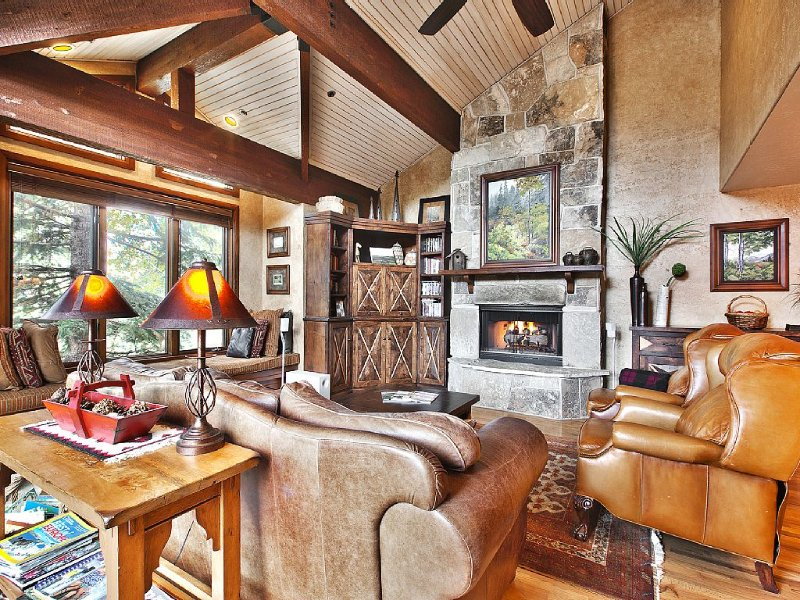 5 Min Walk to Deer Valley Slopes, Luxury Fam-Friendly 3 bedroom/3.5 bath, vacation rental in Park City