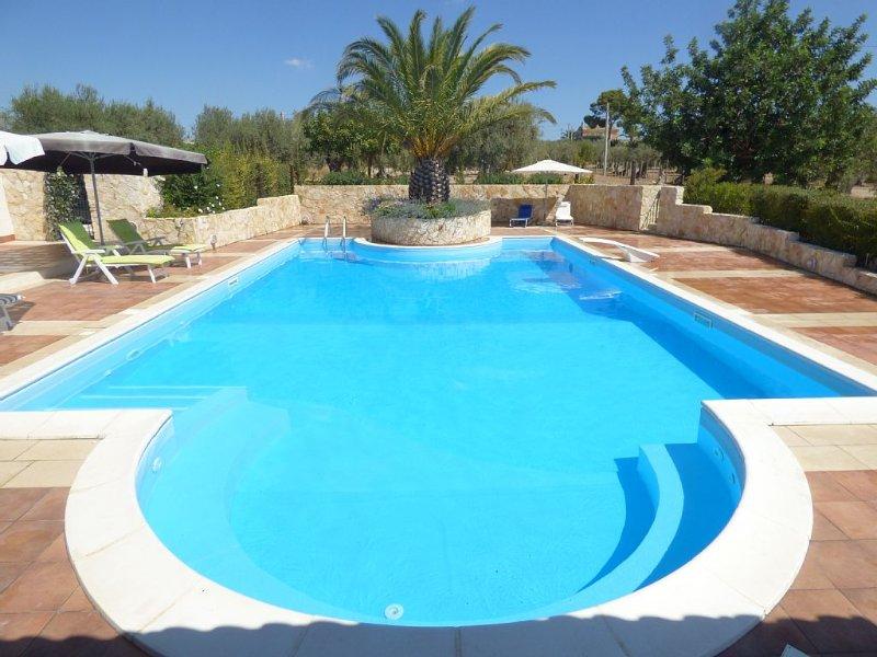 Villa Albero Limone Luxury 3 bedroom 4 bathooms farmhouse private pool and wif – semesterbostad i Chiaramonte Gulfi