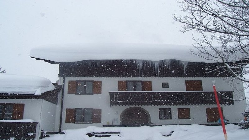 Quiet 1st floor flat 1st slope right outside, 200 yards from the nursery slopes, location de vacances à Hinterthal
