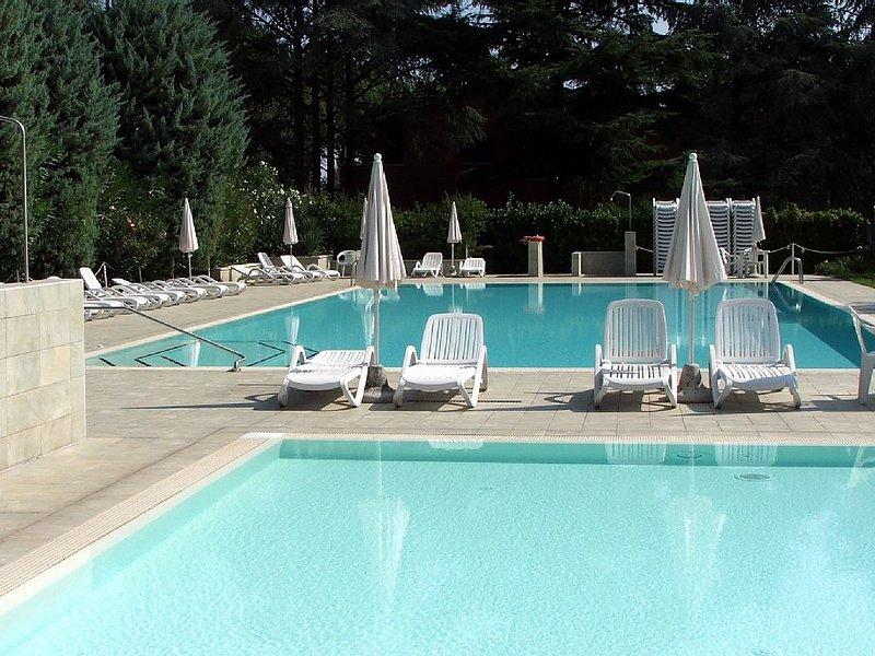 A6 Bilocale in residence immerso nel verde,con piscina, holiday rental in Lake Garda