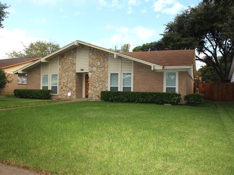 Beautifully Remodeled Home In The Dallas Metroplex, holiday rental in Coppell