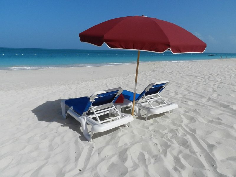 POPULAR QUEEN ANN SUITE on Spectacular Grace Bay Beach, holiday rental in Providenciales